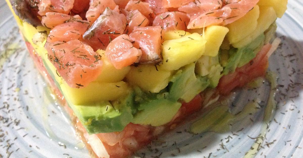 Salmon ahumado con aguacate tartar